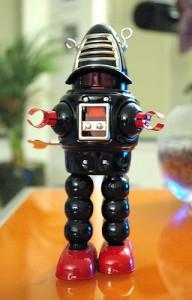 黒いロボットのおもちゃ