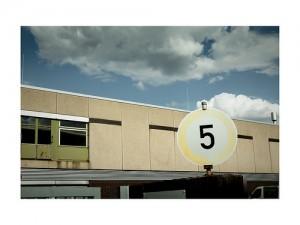 『5』の丸い看板