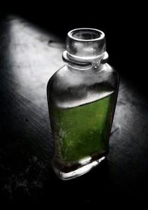 瓶に入った緑色の液体