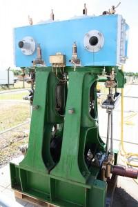 水色と緑の金属で構成される機械