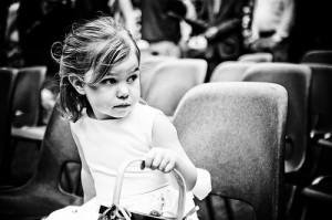 モノクロ写真の少女