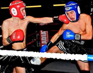 ボクシングでカウンターパンチをもらう瞬間
