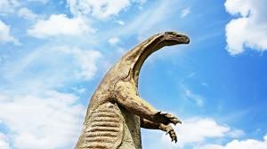 二足で立ち上がるコモドドラゴン
